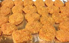 Nuggets saudáveis caseiros, assados e nutritivos para as crianças