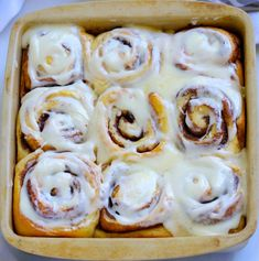 This easy Copycat Cinnabon Cinnamon Rolls Recipe is delicious and will have your family singing your praises! These cinnamon rolls are great for breakfast or dessert! Copycat Cinnabon Recipe, Copycat Recipes, Icing Recipe, Cinnamon Bun Recipe, Copy Cat Cinnabon Cinnamon Rolls, Easy Cinnamon Rolls, Cinnamon Roll Icing, Relleno, Cake Recipes