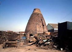 Bottle kiln at the Rawdon Works, Woodville, Derbyshire Stoke On Trent, Derbyshire, Old Photos, The Past, England, Pottery, History, Architecture, Bottle