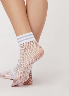 Best Picture For comfortable Bra For Your Taste You are looking for something, and it is going to tell you exactly what you are looking for, and you didn't find that picture. Here you will find the mo Sexy Socks, Socks And Heels, Cool Socks, Unique Socks, Ankle High Socks, Lace Socks, Comfortable Bras, Estilo Retro, Fishnet Stockings