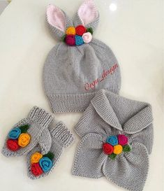 Sevgili ın bu şirin takı… Today a is I said do it. Dear This cute team I liked very much 😍 Too sweet is not miiii? Health in your labor… - Crochet Baby Beanie, Baby Hats Knitting, Knitting For Kids, Double Knitting, Baby Knitting Patterns, Knitting Designs, Hand Knitting, Knitted Hats, Crochet Patterns