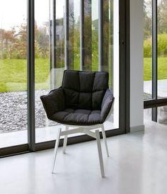 Husk armchair te koop en te bezichtigen bij Van Haneghem. Informeer via www.vanhaneghem.nl naar uitvoeringen, prijzen en leveringsvoorwaarden.