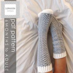 Ce crochet confortable fou câble chaussettes motif fait 11 tailles différentes allant de bébé tout au long au masculin / féminin adulte tailles.