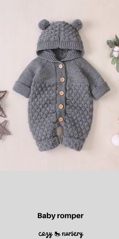 Adorable Knitted Baby Jumpsuit With Chunky Knit Design Comfortable Hood & entzückender gestrickter babyoverall mit bequemer kapuze des grob gestrickten entwurfsentwurfs & adorable combinaison bébé tricotée avec capuche confortable en tricot épais Knit Baby Dress, Knitted Baby Clothes, Knitted Romper, Baby Knits, Baby Knitting Free, Baby Knitting Patterns, Knitting Designs, Baby Overall, Baby Jumpsuit