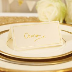 Le marque place carton rose et or (par Wedding Place Cards, Wedding Guest Book, Dusty Blue, Mr Mrs, Silver Table, Mint, Coral And Gold, Helium Balloons, Wooden Pegs