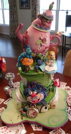 Amazingly detailed Alice in Wonderland cake!  Reminded me of your dd1, @Hannah Mestel Atkins !