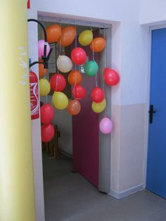 Passage et colliers de chaudoudoux chez Pierrick - école petite section Circus Birthday, Birthday Parties, Classroom Environment, Congratulations, Crafts For Kids, Balloons, Baby Shower, Animation, Centre