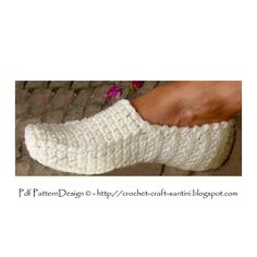 Loafer-Slippers pattern by Sophie and Me-Ingunn Santini Crochet Slipper Pattern, Crochet Slippers, Bead Crochet, Crochet Crafts, Crochet Projects, Crochet Patterns, Loafer Slippers, Slipper Socks, Loafers