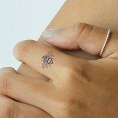 Finger Tattoo For Women, Small Finger Tattoos, Small Tattoos, Small Beach Tattoo, Small Women Tattoos, Tattoo Finger, Little Tattoos, Mini Tattoos, New Tattoos