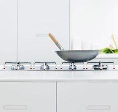 Leter du etter en benkeplate til kjøkkenet i corian? Vi har et bredt utvalg benkeplater i ulike farger og materialer til kjøkkenet ditt. Se mer hos Drømmekjøkkenet!