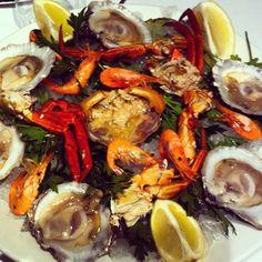 Celebration!#necoras#ostras#camarones#bcn#foodie#food#love#delicatessen#restaurante#hogar#gallego#calella#barcelona#bon#dinar#igersbcn #calellabcn #calellaesmes