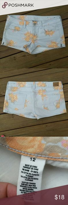 American Eagle Outfitters size 12 floral shorts American Eagle Outfitters size 12 floral shorts. Stretch. Some small staining as shown above. American Eagle Outfitters Shorts Jean Shorts