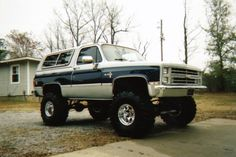 GMC Jimmy Sierra Classic photos, picture # size: GMC Jimmy Sierra Classic photos - one of the models of cars manufactured by GMC Chevy 4x4, Lifted Chevy Trucks, Ford Pickup Trucks, Classic Chevy Trucks, Chevy Pickups, 4x4 Trucks, Cool Trucks, Chevrolet Blazer, K5 Blazer