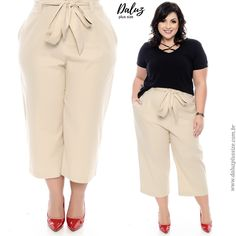 High waisted pants with a straight or bootcut are extremely flattering for a plus size woman. Easily add a casual top with some extra flare like this criss-cross knit and a great flat for a trendy but casual day look. Chubby Fashion, 50 Fashion, Fashion 2020, Plus Size Fashion, Girl Fashion, 40s Outfits, Fashion Outfits, Plus Size Dresses, Plus Size Outfits