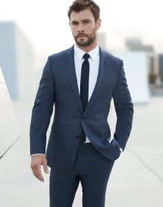 Chris Hemsworth is the new image for Hugo Boss. Mens Fashion Suits, Blazer Fashion, Mens Suits, Mens Dark Grey Suit, Hemsworth Brothers, Chris Hemsworth Thor, Blonde Guys, Poses For Men, Marvel Actors