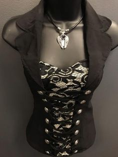 This lace detail collared halter top is hot hot hot! Get ready to turn heads ladies! Does have good stretch, but we do recommend sizing up on this one if you're in between sizes. Womens Fashion Online, Latest Fashion For Women, Mode Punk Rock, Ripped Denim, Printed Tank Tops, Mode Outfits, Gothic Fashion, Steampunk Fashion, Emo Fashion