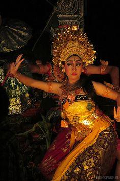 Legong dancer in Sanur, Bali Bali Lombok, Sanur Bali, Bali Girls, Indonesian Art, Paradise Island, Bali Travel, People Of The World, World Cultures, Southeast Asia