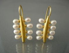 Chris Carpenter // amazing gold and pearl earrings // #jewelrydesign COSMIMA - JEWELLERY