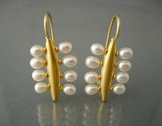 Chris Carpenter // amazing gold and pearl earrings // #jewelrydesign COSMIMA - JEWELLERY