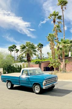 Cruising Palmsprings in Ford Truck 1968 - Airbnb