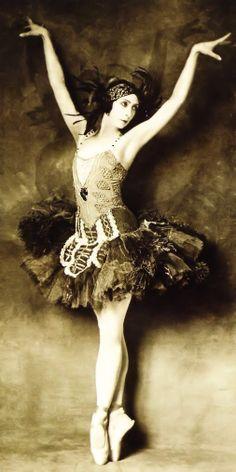 Ballerina Felia Doubrovska in The Firebird - 1926 - Sergei Diaghilev's Ballets Russes - New York Public Library for the Performing Arts