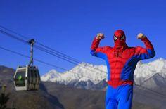 Até Homem-Aranha dá as caras no sétimo dia das Olimpíadas de Sochi - Fotos - R7 Sochi