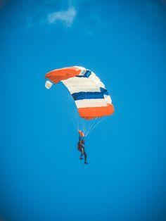 man on parachute photo – Free Leisure activities Image on Unsplash