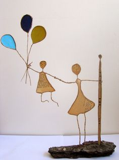 Un vent de liberté- Alway a child's dream to wonder how many balloons it would take to float away Wire Crafts, Diy And Crafts, Arts And Crafts, Paper Clay, Paper Art, Sculptures Sur Fil, Copper Wire Art, Origami And Quilling, Mobile Art