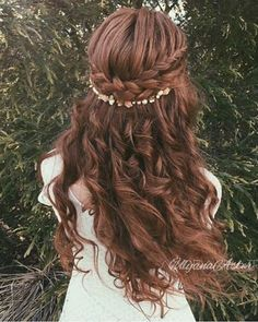 Ulyana Aster Long Bridal Hairstyles for Wedding_11 ❤ See More: http://www.deerpearlflowers.com/long-wedding-hairstyleswe-absolutely-adore/