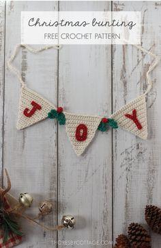 Free festive crochet decor pattern - Home Decor -DIY - IKEA- Before After Crochet Christmas Wreath, Crochet Garland, Crochet Christmas Decorations, Crochet Decoration, Holiday Crochet, Christmas Crafts, Diy Christmas Bunting, Free Christmas Crochet Patterns, Cottage Christmas