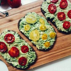 Crushed avocado, lemon, garlic on dark gluten free quinoa bread topped off with colorful cherry tomatoes and a sprinkle of pink salt 🍅🔪🍃 If you haven't tried this combo, get on it! It's so good, so so good👌