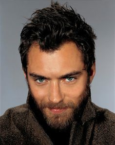 Jude Law.. the eyes, the hair, the beard... mm mm mm