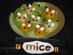 """Pear & peach halves """"mice"""" Birthday Party Snacks, Cat Birthday, Warrior Cats Rpg, Cat Party, Party Ideas, Party Games, Party Stores, Book Series, Kids Meals"""