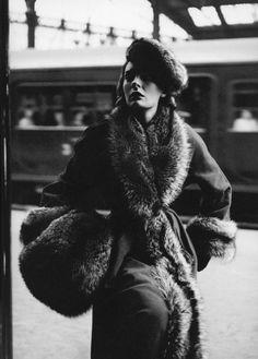 Doe Avedon, coat by Dior, Gare du Nord, Paris, August 1947. Photographed by Richard Avedon. (myvintagevogue)