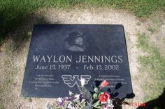 Waylon / grave marker n grave Cemetery Monuments, Cemetery Statues, Cemetery Headstones, Cemetery Art, Unusual Headstones, Famous Tombstones, Waylon Jennings, Famous Graves, Country Music Singers