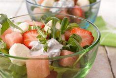 Meloni-mozzarellasalaatti