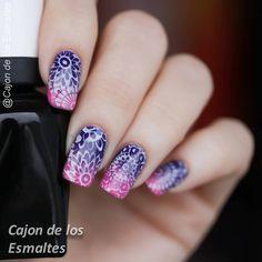 Mandala nail art batik