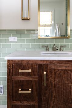 Blue Kitchen Tiles, Patterned Kitchen Tiles, White Interior Design, Bathroom Interior Design, Green Subway Tile, Bathroom Colors, Bathroom Ideas, Green Bathroom Tiles, Bathroom Beach