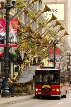 To visit Chicago at Christmas! Trolley Holiday Lights Tour introduces families to Christmas in Chicago Chicago Christmas, Chicago Winter, Christmas In The City, Merry Christmas, Christmas Time, Chicago Holidays, White Christmas, Christmas Scenes, Christmas Villages