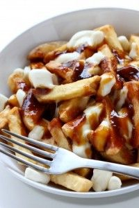 The Difference Between Poutine and Disco Fries. Poutine uses Cheese Curd & Gravy😊 Recipe on link😊 Canadian Cuisine, Canadian Food, Poutine Recipe, Canadian Poutine, Popular Cheeses, French Fries Recipe, Oven Baked, I Love Food, Gastronomia