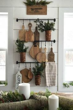 Love this display of french bread boards! This really adds to the cozy feel of the rustic farmhouse decor of the home.