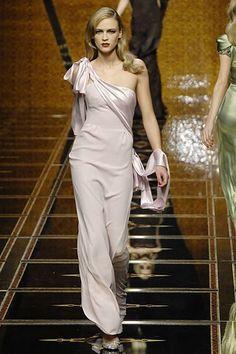 Valentino Fall 2007 Ready-to-Wear Fashion Show - Anna Tokarska