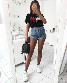 15 modische Sommer-Outfits mit Logo-T-Shirts modische outfits shirts sommer Outfit Ideen First Date Outfits, Short Outfits, Boho Outfits, Trendy Outfits, Cute Outfits, Fashion Outfits, Teen Party Outfits, Fashionable Outfits, Modern Outfits