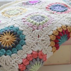 A World of Imagination: My Finished Starburst Flower Throw.......
