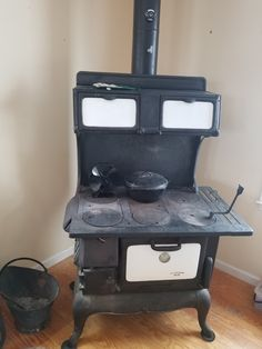 An old-fashioned wood stove is just the answer to reduce your power bill, create warmth, ambience and cooked meals. Learn how to cook on a wood stove here.