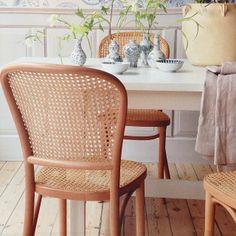I senaste @s köna hem hittar vi vår stol Anna, i bok och rotting. R.O.O.M. produktion, 1.995kr. #roombutiken #skonahem #barapåroom