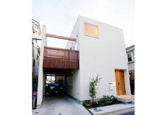 ビルトインガレージのあるシンプル狭小住宅