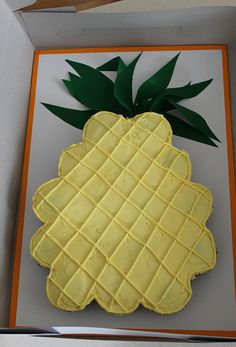 Cupcakes in a pineapple form, with leaves made from Wilton Sugar sheets Luau Party Cakes, Luau Birthday Cakes, Luau Cupcakes, Pineapple Cupcakes, Birthday Sheet Cakes, Luau Theme Party, Hawaiian Luau Party, 7th Birthday, Hawaiian Birthday