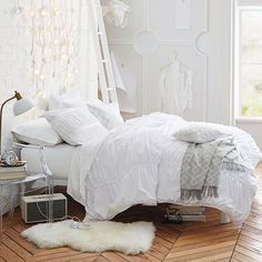 What a gorgeous light and airy looking room!  Love the Comforter + Shams!  (affiliate link)