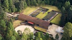 Runner up: Equestrian Centre in Valle de Bravo, Mexico by CC Arquitectos Equestrian Stables, Horse Stables, Horse Farms, Dream Stables, Dream Barn, Farm Plans, Social Housing, Interior And Exterior, Brave
